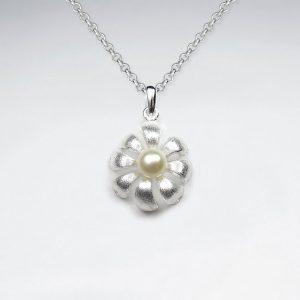 Pendentif Fleur avec Perle Culture