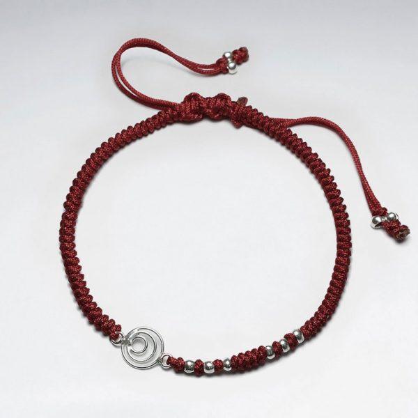 Bracelet Macramé Nylon avec des Perles Argent et Cercles Ouverts Marron