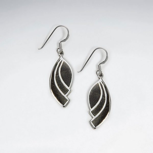 dangling black wood leaf silver earring p1764 7111 zoom